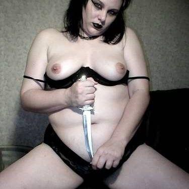 Mollige 34-jarige vrouw wil anale sex proberen!