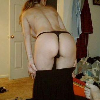 30-jarige alleenstaande vrouw wil erotische contacten vinden.